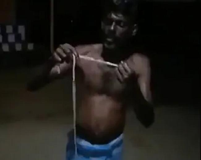 कोविड से बचने के लिए शख्स ने खा लिया जहरीला सांप, पुलिस ने किया गिरफ्तार, लगा 7 हजार रु जुर्माना