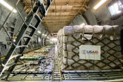 एयरपोर्ट से आगे नहीं बढ़ पाई विदेशों से मिली मदद, अकेले अमेरिका ने की 10 करोड़ डॉलर की मदद