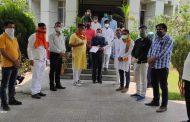 पश्चिम बंगाल में भाजपाइयों पर ' अत्याचार ' के खिलाफ राष्ट्रपति को ज्ञापन