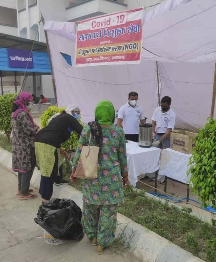 बी ह्यूमन फाउंडेशन ने मेडिकल कॉलेज में लगाया कोविड-19 राहत शिविर