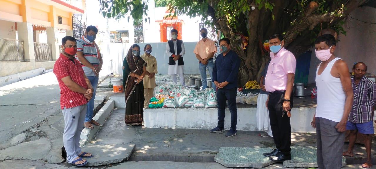भगवान परशुराम के जन्म उत्सव पर कुष्ठ आश्रम में की रोगियों की मदद