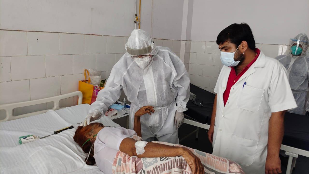 मेडिकल कॉलेज में अव्यवस्थाओं पर झल्लाये विधायक राजेश शुक्ला