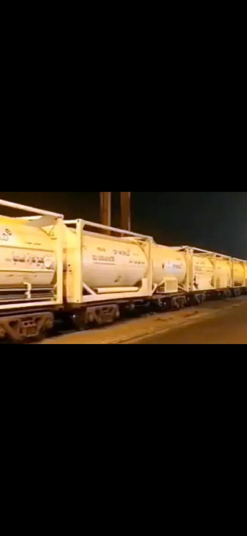 ग्रीन कॉरिडोर के जरिए टैंकर्स लेकर दिल्ली पहुंची ऑक्सीजन एक्सप्रेस, रेल मंत्री ने दी जानकारी