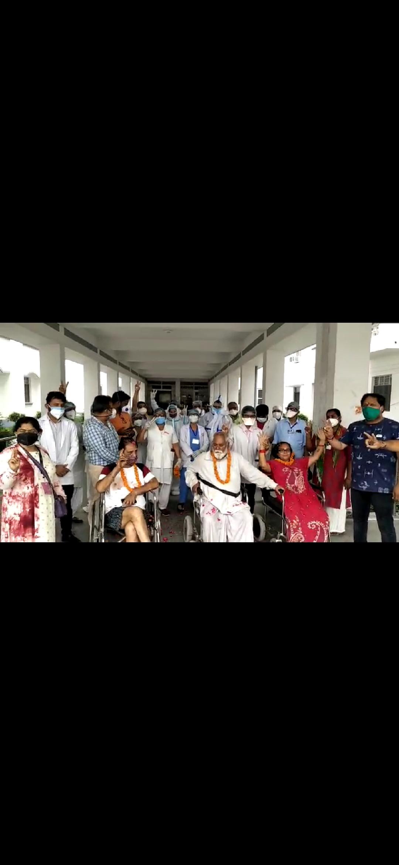 मेडिकल कॉलेज रुद्रपुर से स्वस्थ होकर घरों को लौटे तीन गंभीर मरीज, देखिए किस तरह जताई खुशी