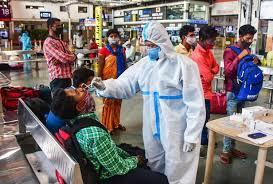 धीमी पड़ने लगी कोरोना संक्रमण की रफ्तार, बीते 24 घंटों में 3.29 लाख नए संक्रमितों की पहचान