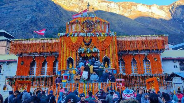 कोरोना के कठिन काल में खुले श्री बद्रीनाथ धाम के कपाट, सुबह 4:15 बजे
