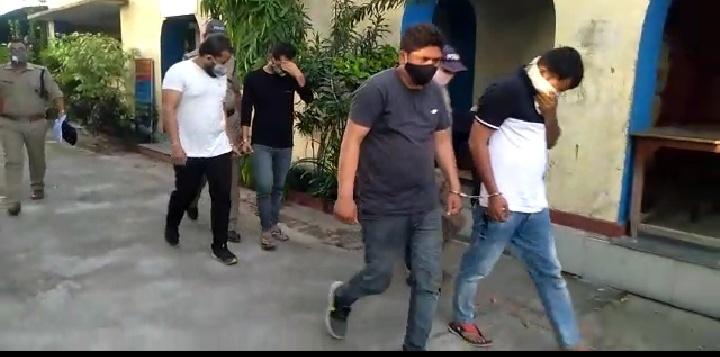 वर्दी पर दाग, दो पुलिस कांस्टेबल समेत चार लोग चरस के साथ गिरफ्तार