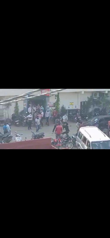 काशीपुर के सहोता अस्पताल में लाठियों से पीटे गए मरीज के तीमारदार, तीन गिरफ्तार---देखें पूरा वीडियो