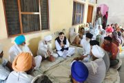 पीड़ित परिवार का दर्द बांटने प्रीत नगर पहुंचे विधायक राजेश शुक्ला