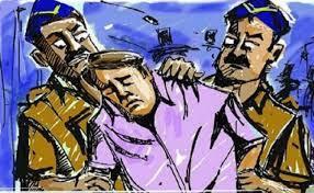 तीन लाख के मोबाइल सेल्समैन की गाड़ी से पार, पुलिस ने किया गिरफ्तार, माल बरामद