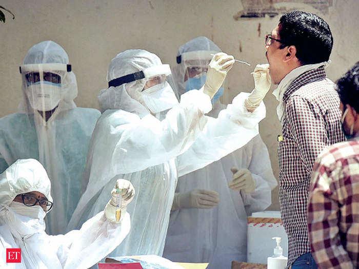 दिल्ली में कोरोना के 82 दिनों में सबसे कम मामले, एक दिन में 60 कोविड मरीजों की मौत