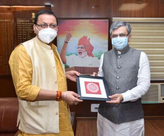 मुख्यमंत्री धामी ने नई दिल्ली में केंद्रीय मंत्री अश्विनी वैष्णव से की भेंट