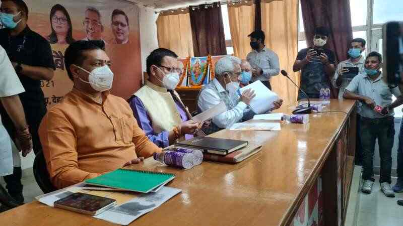 देहरादून में बीजेपी पदाधिकारियों की बैठक शुरू, मुख्यमंत्री भी पहुँचे