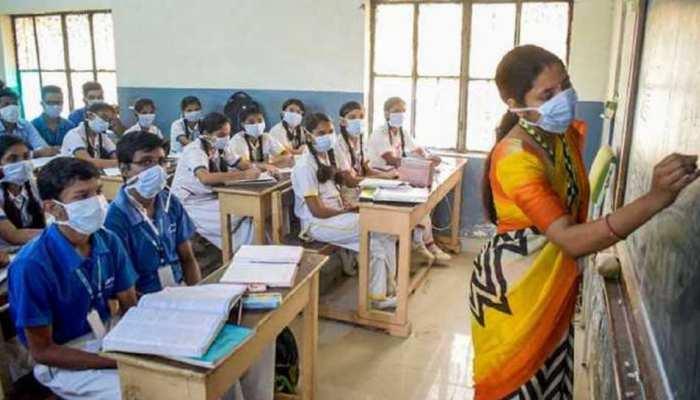 स्कूल खुलते ही महाराष्ट्र में फटा कोरोना बम