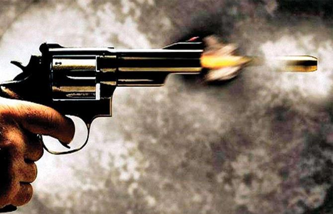 शांतिपुरी में जुए के विवाद में एक को गोली मारी