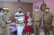 हाईस्कूल टॉपर बिटिया तृषा के घर पहुँच कर भीरा पुलिस ने किया सम्मान