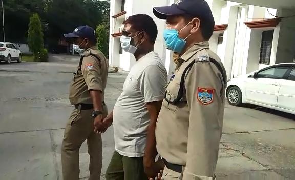 लाठियों से पीटकर युवक की हत्या करने वाला गिरफ्तार, देखें वीडियो