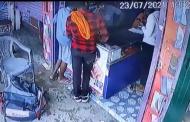 लखीमपुर में सीसीटीवी में कैद हुई मोबाइल चोरी, देखें वीडियो