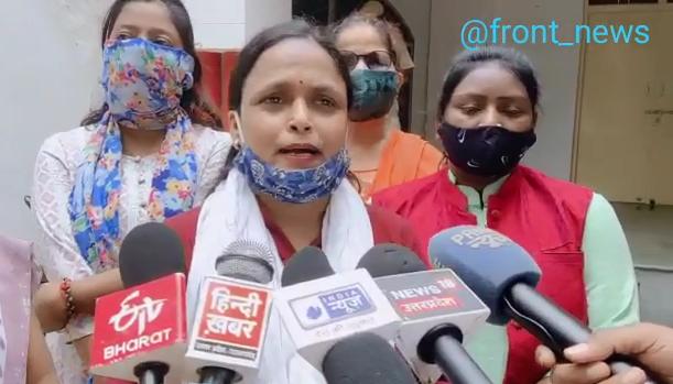 कोविड-19 टीकाकरण के दौरान भाजपा नेता और एएनएम विवाद ने पकड़ा तूल, प्रभारी डॉक्टर ने इस्तीफा दिया था,अब सपा ने सौंपा ज्ञापन