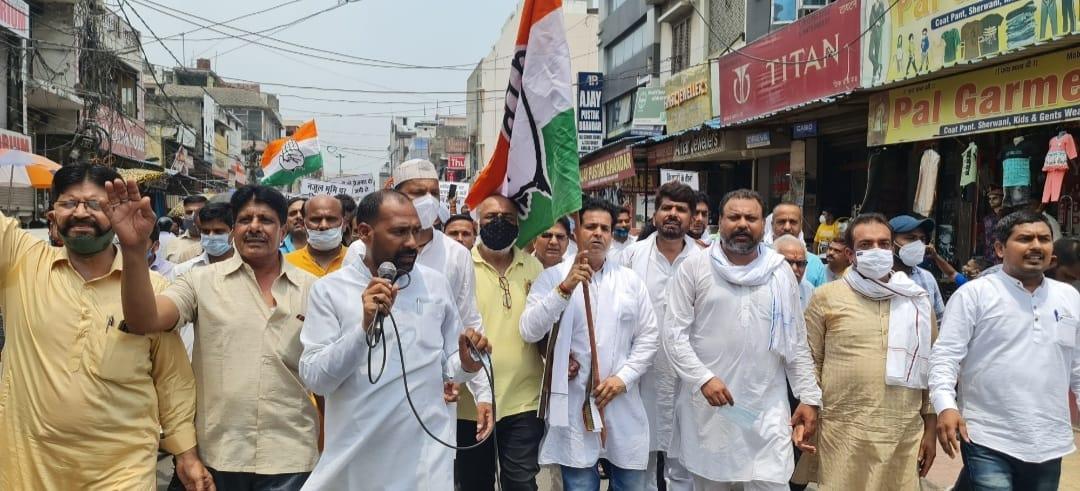 राज्य सरकार के खिलाफ रुद्रपुर में कांग्रेस की पदयात्रा, भाजपा को कोसा