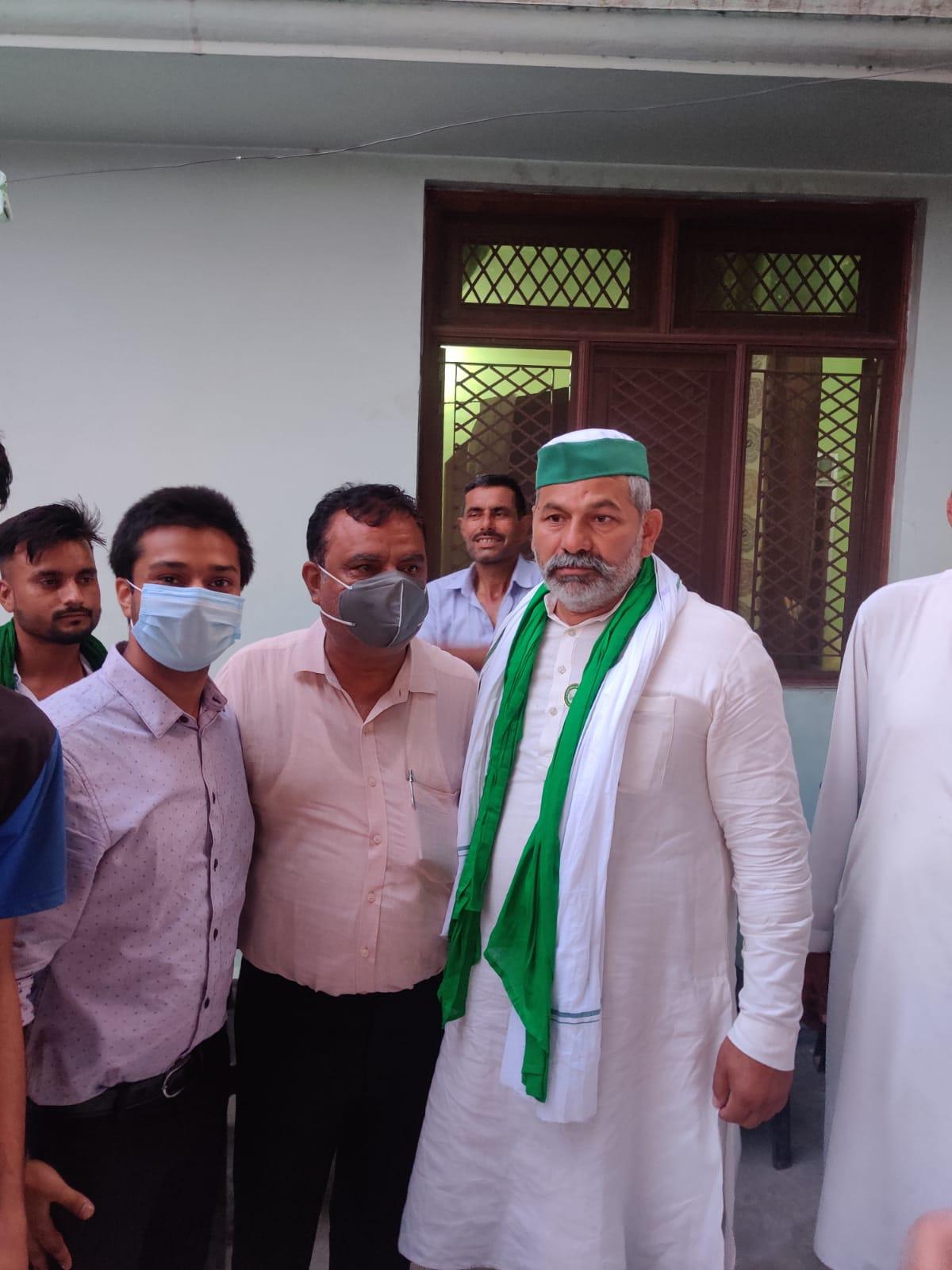 किसान नेता राकेश टिकैत से मिले वरिष्ठ अधिवक्ता नागेश त्रिपाठी, समस्याओं से कराया अवगत