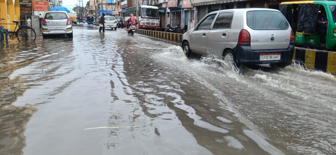 आसमान से राहत बनकर बरसा पानी, तो शहरों में जलभराव से हालात बिगड़े