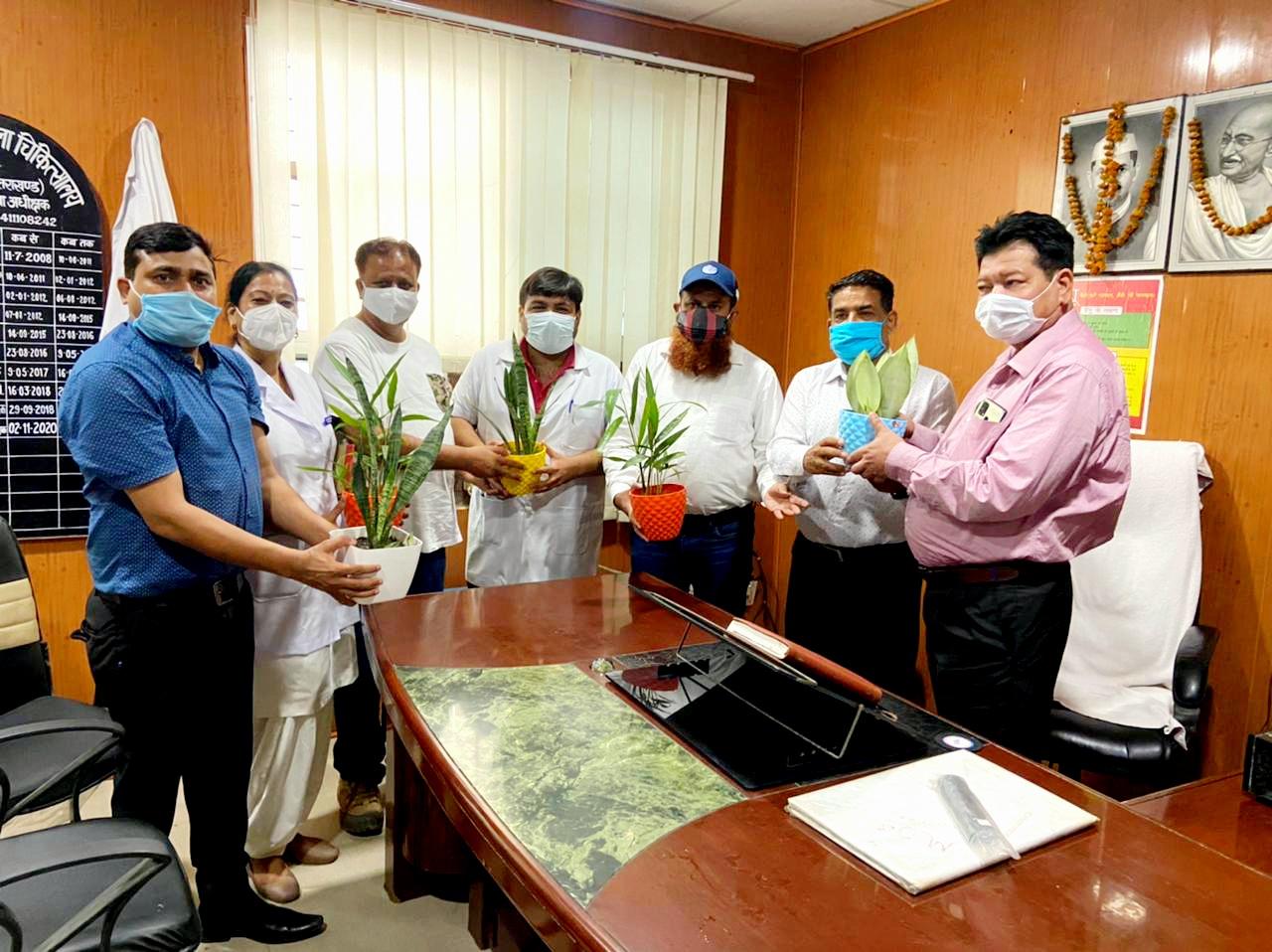 व्यापार मंडल ने किया जिला अस्पताल एवं मेडिकल कॉलेज में ऑक्सीजन इनडोर प्लांट का वितरण