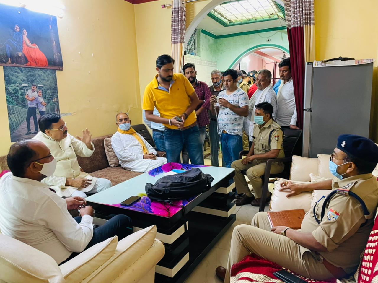 महाराजपुर में सात लाख की चोरी, विधायक शुक्ला मौके पर पहुंचे