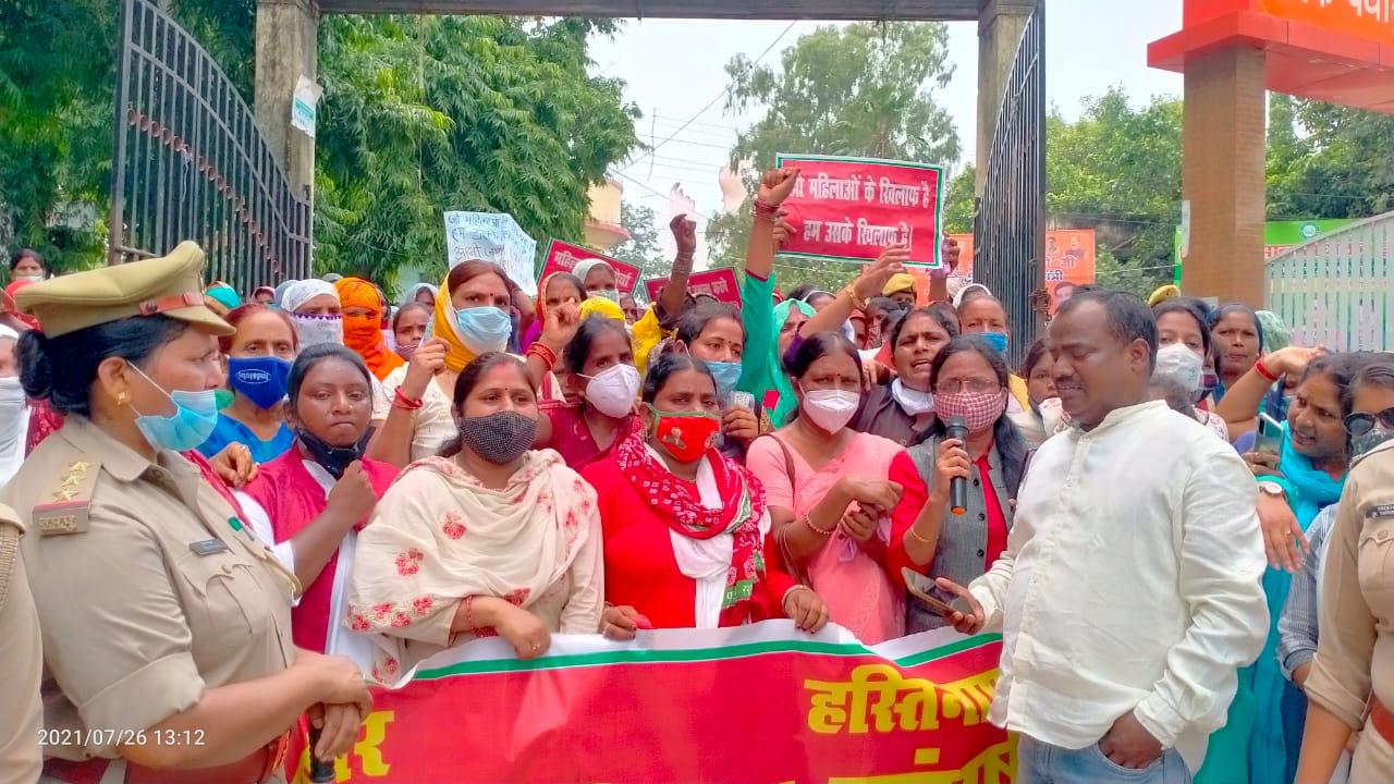 अखिलेश, प्रियंका के बाद पसगवां कांड को लेकर महिला संगठन आए आगे