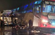 बाराबंकी में हाइवे पर खड़ी बस में ट्रक ने मारी टक्कर, 18 की मौत 23 घायल