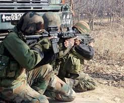 जम्मू-कश्मीर: पुलवामा में सुरक्षाबलों और आतंकियों के बीच मुठभेड़ जारी, तीन आतंकी ढेर, जवान शहीद