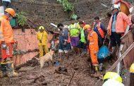मुंबई में भारी बारिश, दीवार गिरने से 23 की मौत, कई लोकल ट्रेनें रोकी गईं