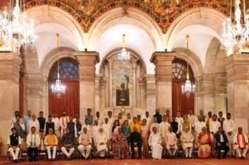पीएम मोदी ने नई कैबिनेट के साथ की बैठक, मंत्रिपरिषद के सदस्यों से भी मिलेंगे