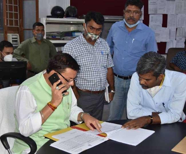 मुख्यमंत्री धामी ने अधिकारियों को दिए  24 घंटे अलर्ट रहने के निर्देश