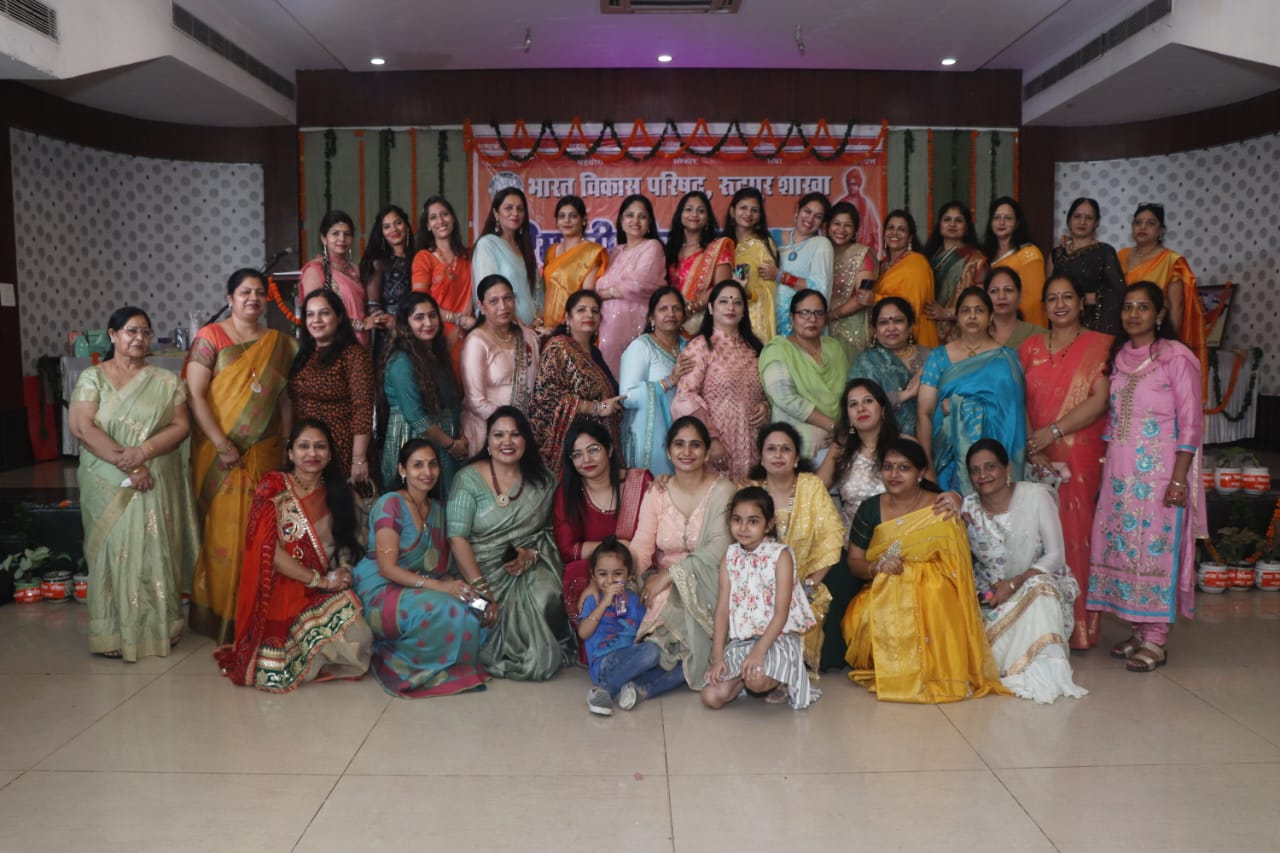 हरियाली तीज त्यौहार पर महिलाओं ने दी सुंदर प्रस्तुति
