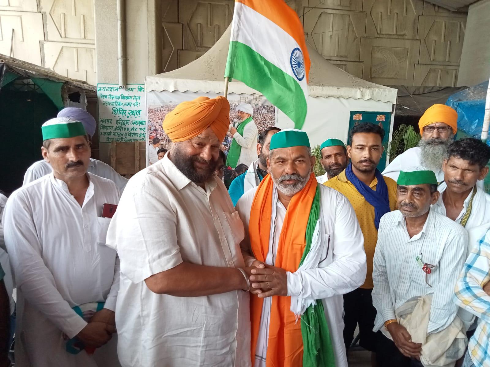 किसान नेता राकेश टिकैत से गाजीपुर बॉर्डर पर मिले मारवाह, कहा- संयुक्त किसान मोर्चे को ताकतवर बनाना है
