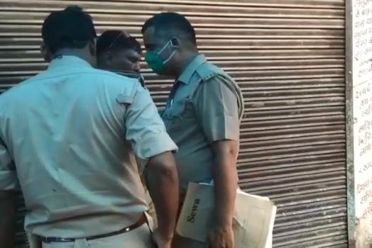 लखीमपुर में जब खुद आबकारी अधिकारी पहुंच गए शराब खरीदने, फिर क्या हुआ .......