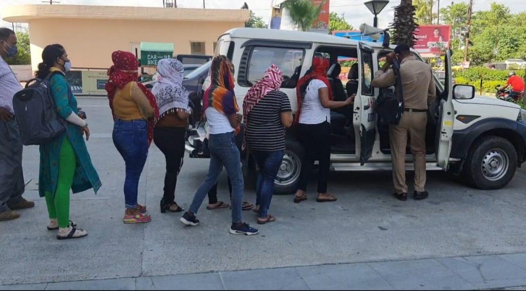 रुद्रपुर के मेट्रोपोलिस मॉल में छापा, स्पा सेंटर से अनैतिक कार्य करते छह लड़कियां, चार लड़के गिरफ्तार