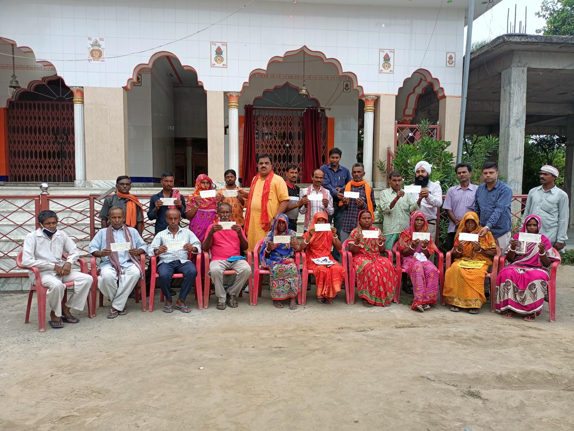 सुंदरपुर में 25 निर्धन परिवारों को मुख्यमंत्री राहत कोष से आर्थिक सहायता के चेकों का वितरण