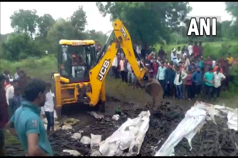 महाराष्ट्र के बुलढाणा में भीषण सड़क हादसा, 13 मज़दूरों की मौत