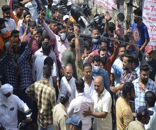 डीएवी पीजी कालेज में नहीं थम रहा एबीवीपी व बागी गुट के बीच टकराव