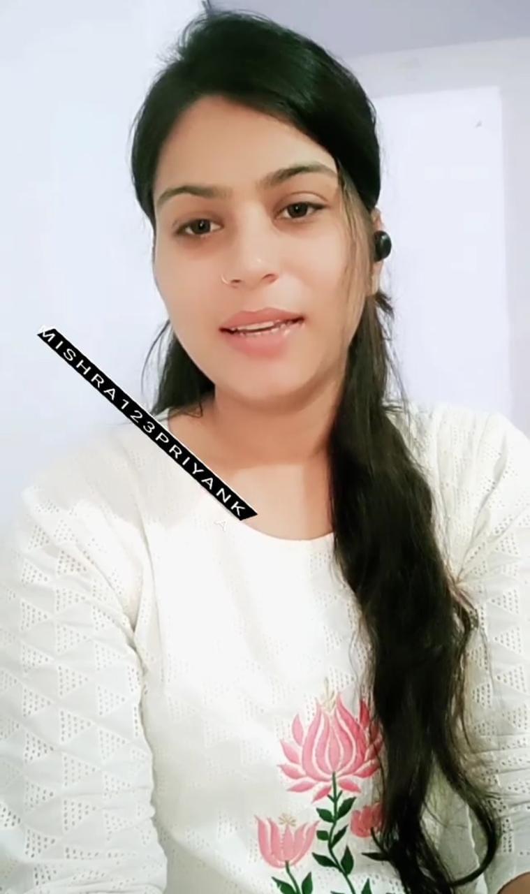 ..कभी आओ हमारे यूपी में, इंस्ट्राग्राम पर रिवॉल्वर के साथ वीडियो अपलोड करने वाली प्रियंका ने पुलिस की नौकरी से इस्तीफे देने की पेशकश की