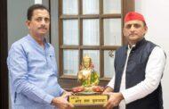 उत्तर प्रदेश में बसपा से एक और नेता सपा के करीब पहुंचे