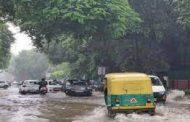 दिल्ली में बारिश का कोहराम, गाजियाबाद में टिन शेड में आया करंट, चार की मौत