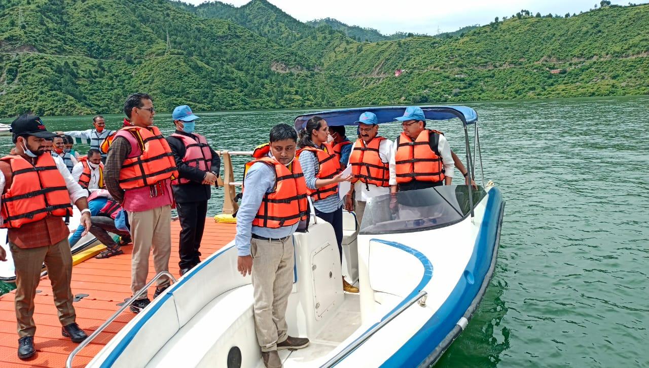 मुख्यमंत्री धामी पहुंचे टिहरी, झील में की बोटिंग, दोपहर बाद जनसभा को करेंगे संबोधित