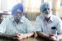 ' रोड नहीं तो वोट नहीं ' तख्तियां लेकर धरने पर बैठे लौका गोठा के ग्रामीण