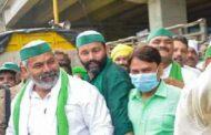 सुप्रीम कोर्ट में सुनवाई के बाद प्रदर्शनकारियों ने गाजीपुर बार्डर से हटाए बैरिकेड