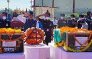जम्मू के पूंछ जिले में शहीद हुए 17 गढ़वाल राइफल के दोनों जवानों के पार्थिव शरीर लाए गए जौलीग्रांट एयरपोर्ट