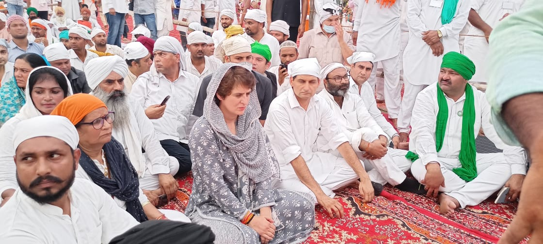 लखीमपुर में किसानों के अंतिम अरदास में पहुंची प्रियंका