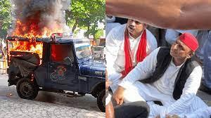 लखनऊ में पुलिस की गाड़ी में लगाई आग, अखिलेश यादव को हिरासत में लिया गया